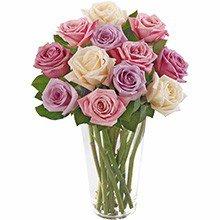 Brilhantes Rosas Mescladas no Vaso