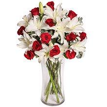 Exuberantes Lírios Brancos & Rosas Vermelhas