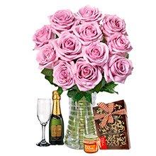 Luxuosas 12 Rosas Lilás, Chocolates e Bebida