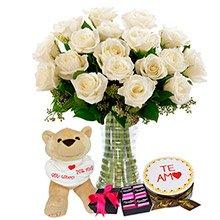 Luxuosas 24  Rosas Brancas, Pelúcia, Bolo e Chocolates
