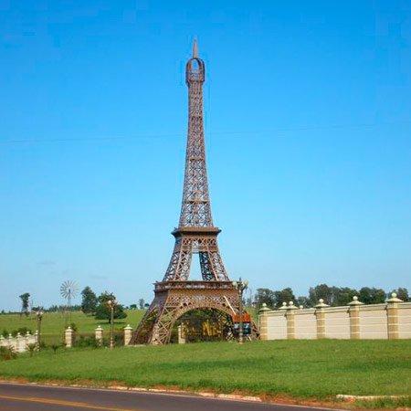 Foto da Réplica da Torre Eiffel