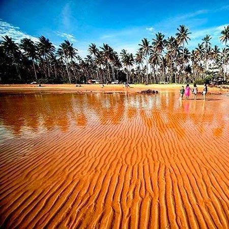 Praia do Coqueiral em Aracruz