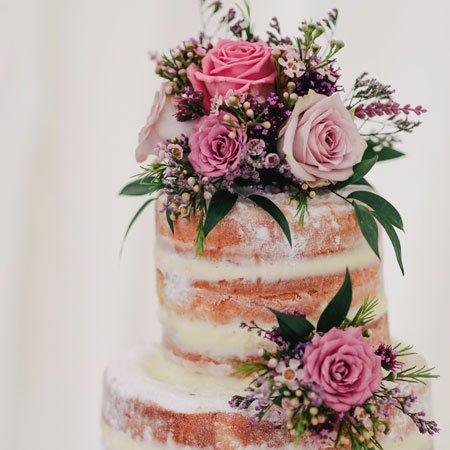 Foto Flores e Bolos para comemorar aniversário