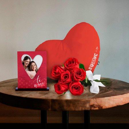 Kit Romântico com Rosas Vermelhas Porta Retrato e Almofada TE AMO