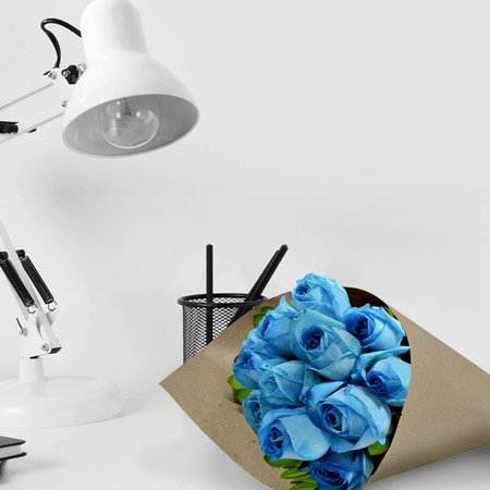 Delicado buquê de rosas azuis