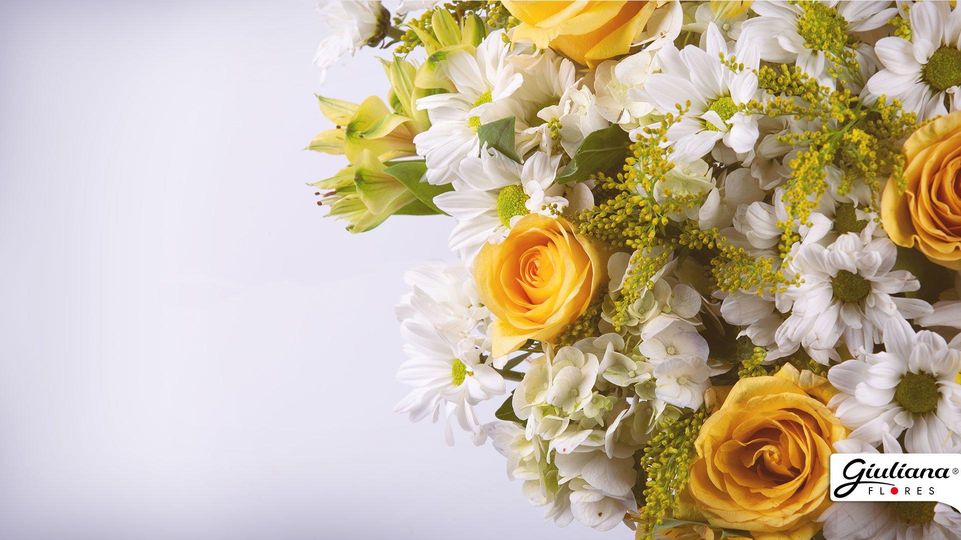 Buquê de Mix de Flores Amarelas