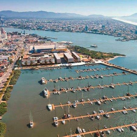 Foto de vista aérea da Marina de Itajaí
