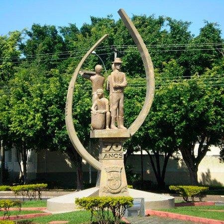 Foto da Monumento de Comemoração dos 70 anos da cidade