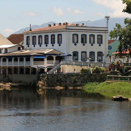 Orla do rio Nhundiaquara
