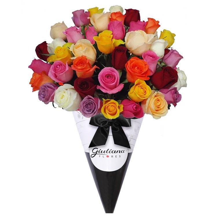 Fabuloso Cone de Rosas Coloridas Giuliana Flores